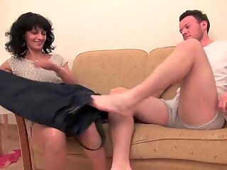 Older women get their hairy pussy fucked