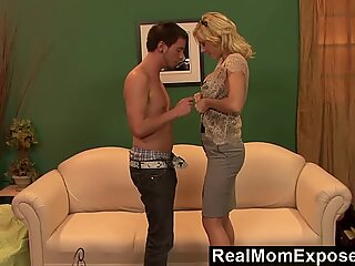 RealMomExposed - interchanging cougar cunt For a Favor