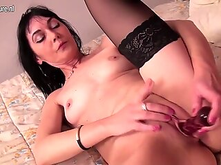 Amateur European housewife playing with herself