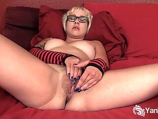 Tattooed Amateur Vi Masturbating Her Slit